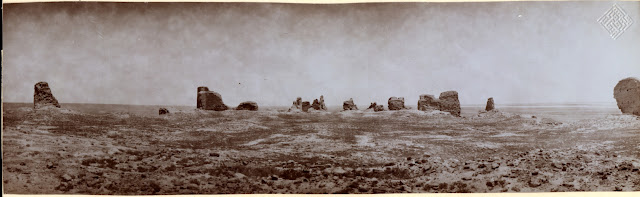 руины сорока двух дворцов, четыре соборные мечети, мавзолей трёх халифов, останки заброшенного северного города в форме восьмиугольника
