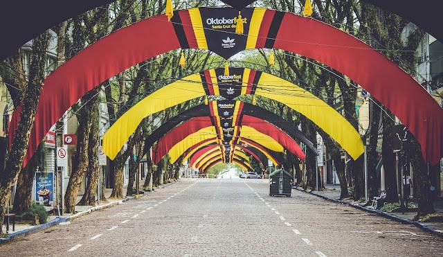 Rua Túnel Verde com decoração Oktoberfest