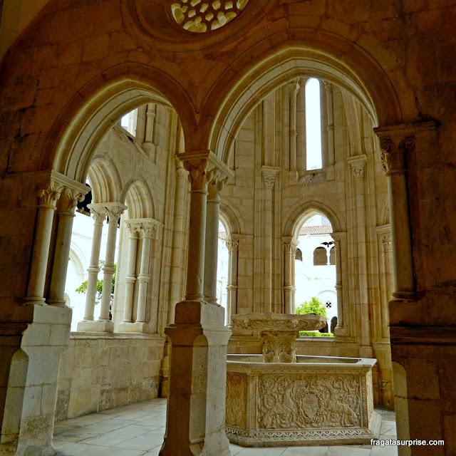 Lavatório dos monges no Claustro D. Dinis, Mosteiro de Alcobaça