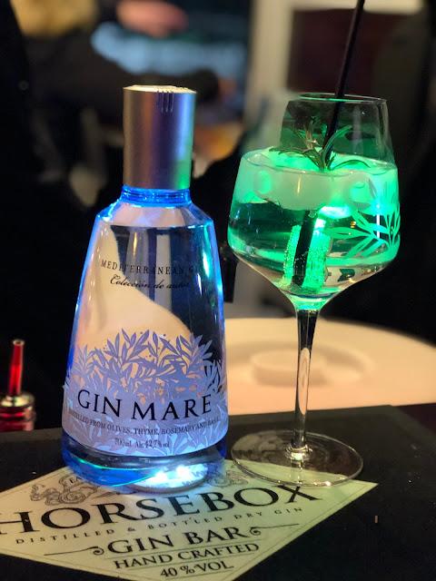 Gin, Gin Tonic, Gin Mare, Mediterranean Gin, 4Eck Restaurant Garmisch-Partenkirchen, Getränkekarte, Lifestyle Drinks, to go, einfach anders, Uschi Glas, Kerstin Schumann