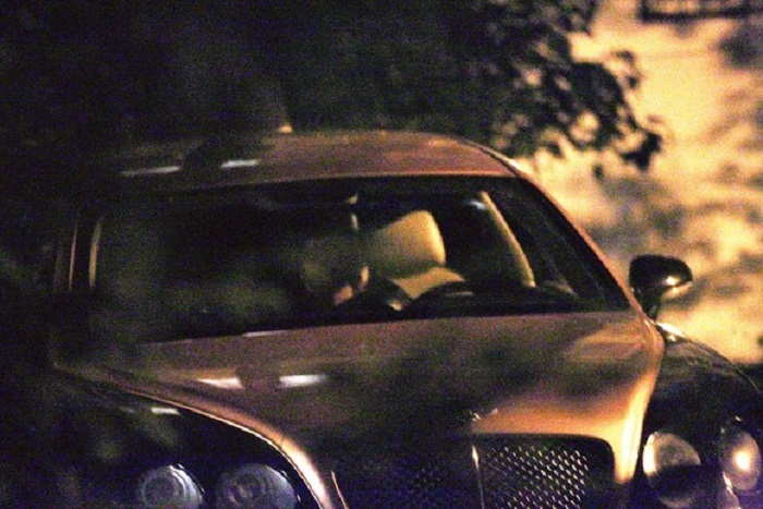 Momentul în care cei doi se sărută în maşină