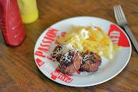 Μπιφτέκια στο τηγάνι με πατάτες  - by https://syntages-faghtwn.blogspot.gr