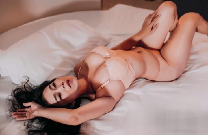 Moel Đinh Kim Kiều tuy hơi dừ nhưng sexy lắm