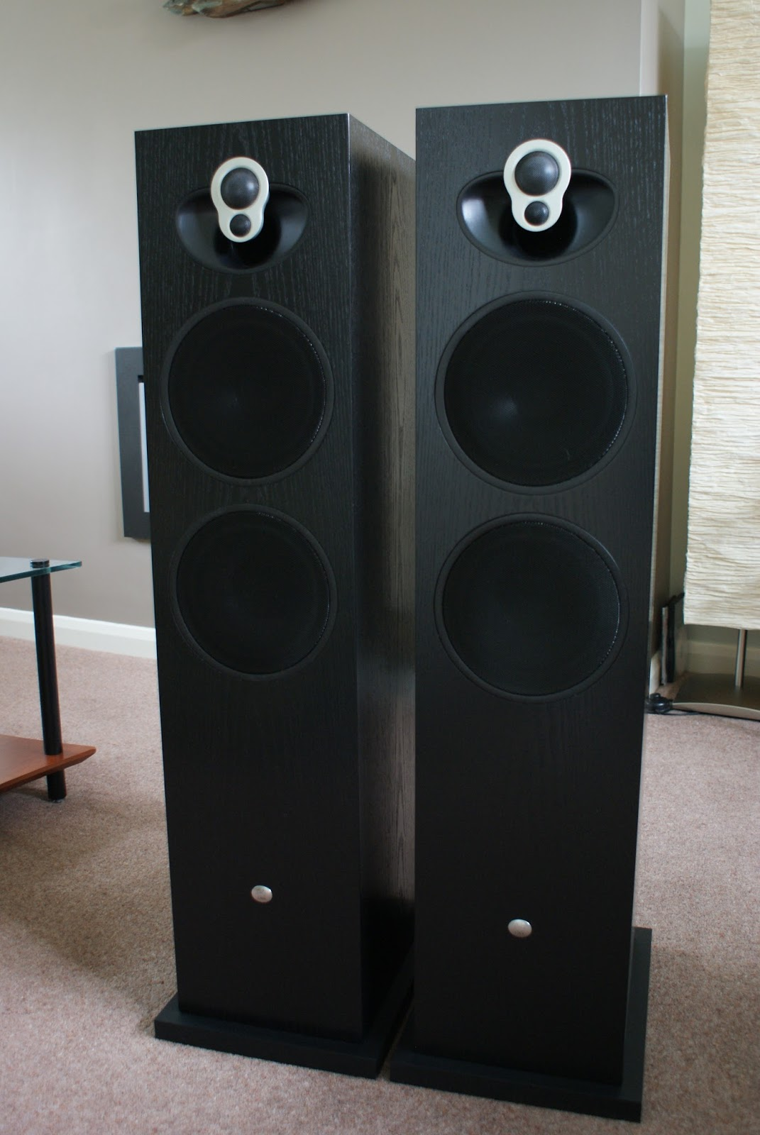 audiophile musings linn majik 140 speakers for sale black ash mint boxed also active cards. Black Bedroom Furniture Sets. Home Design Ideas
