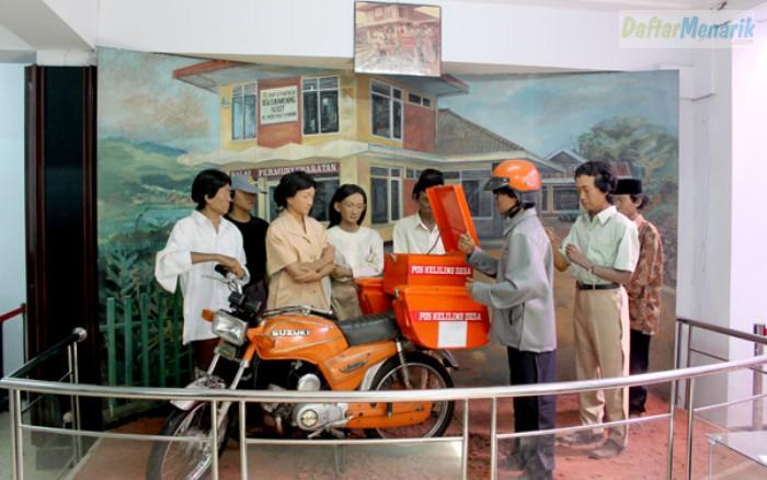 Tempat Wisata di Bandung Pusat  Museum Pos Indonesia Bandung