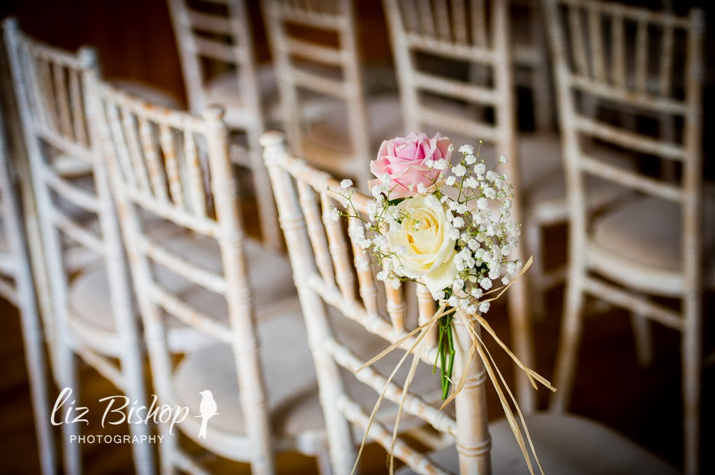 barn wedding flowers rustic