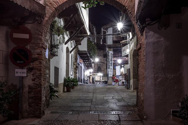 Arco de la calle Sevilla :: Canon EOS5D MkIII | ISO100 | Canon 17-40@40mm | f/14 | 30s (tripod)