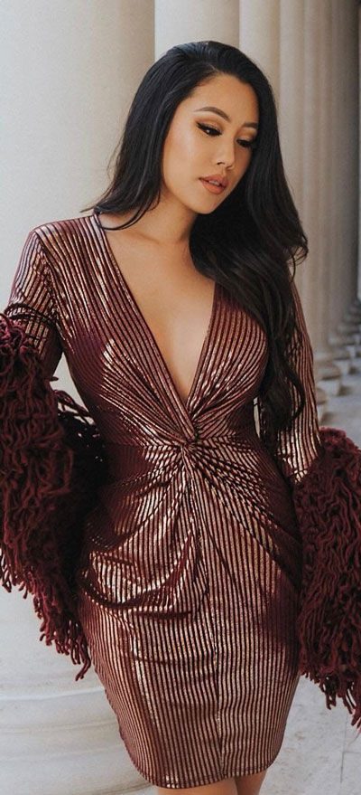 Burgundy striped long sleeve bodycon dress | Find sexy valentines day clothes and valentines day fashion. 31+ Cute Valentines Day Outfits for Every Type of Date. Valentine style via higiggle.com #valentine #fashion #outfits #love