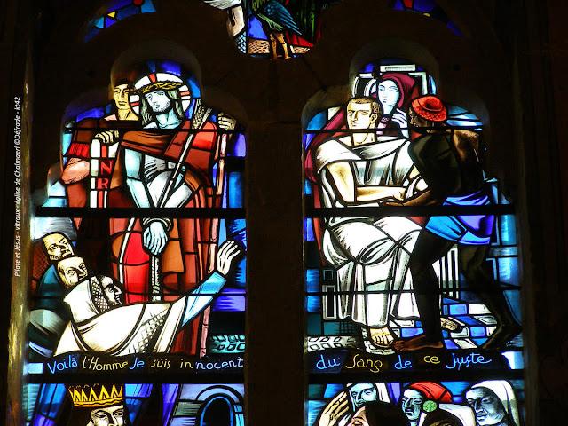 Pilate et Jésus - vitraux - église de Chalmazel ©Défrade KT42