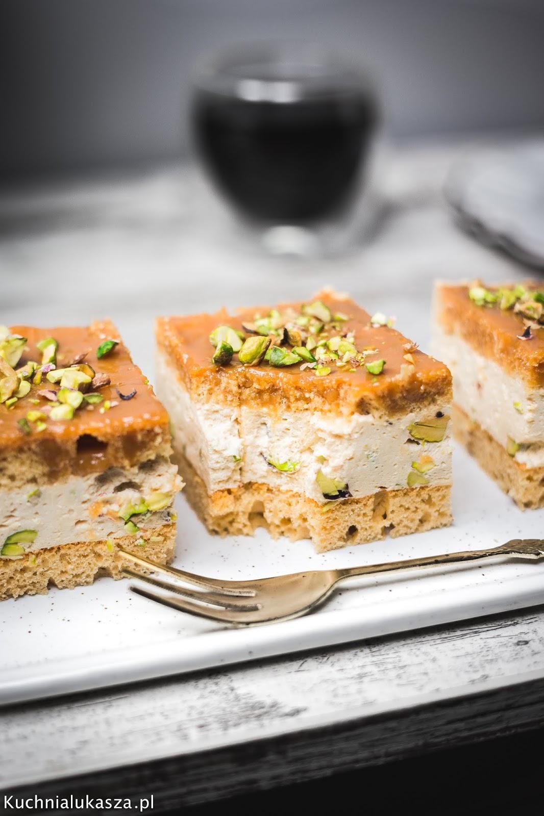 Ciasto karmelowe z pistacjami i solonym karmelem przepis