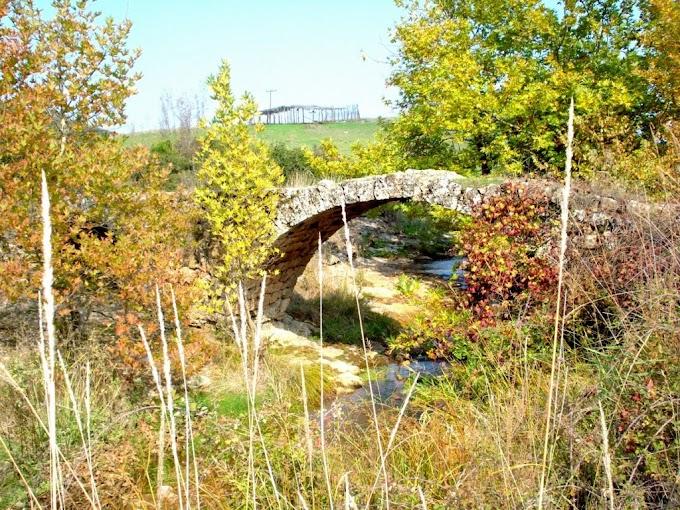 Το τοξωτό γεφύρι του «Πενταμύλη» στα «Λουτρά της Καΐτσας» Δομοκού