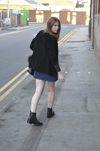 Women's affordable fashion blog featuring high street fashion. Denim button down skirt from Ark clothing, Glitter jumper from Primark. Vintage clothing, Kurt geiger, Fashion blogger