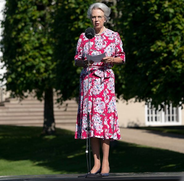 Summer floral dress and fuchsia dress. Fredensborg castle