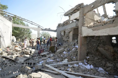 Yemen conflict: Dozens killed as air strikes hit prison in Hudaydah