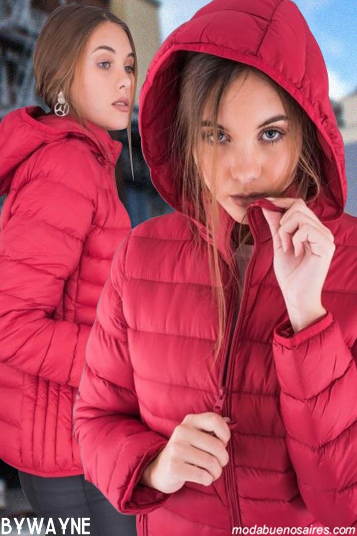 CAMPERAS INFLABLES MUJER. Moda invierno 2019 urbana mujer argentina. Sweaters tejidos de colores, vestidos animal print y camperas bikers, inflables y parkas. Moda invierno 2019 Argentina.