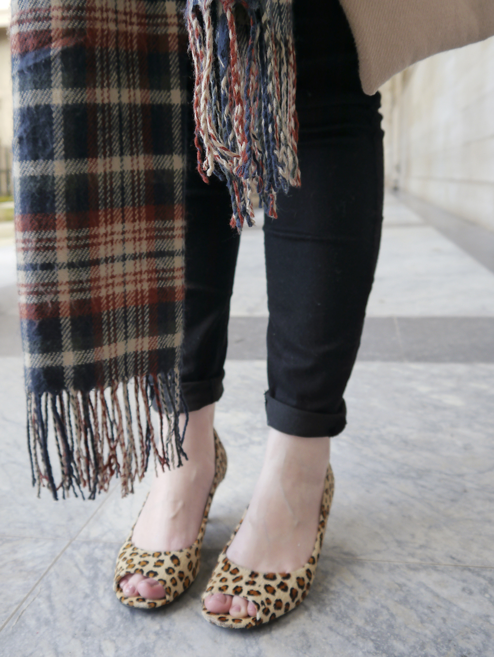 oasis camel coat, tartan scarf style, IOLLA glasses, Caird Hall Dundee, #dundeebloggers, Scottish fashion blogger, leopard print peeptoe shoes, lou lous vintage fair, how to style tartan, leopard print