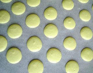 coques à macarons avec meringue italienne