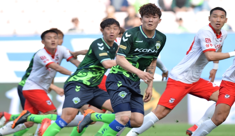 The First K League 1 Jeolla Derby of the season sees first placed Jeonbuk Hyundai Motors play host to Jeonnam Dragons