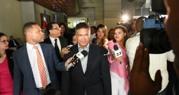 Exsecretario FFAA confía en que será descargado del caso Super Tucano