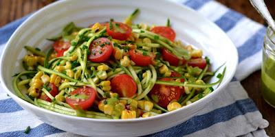 Salada de Abobrinha com Milho Grelhado e Tomate-Cereja (vegana)
