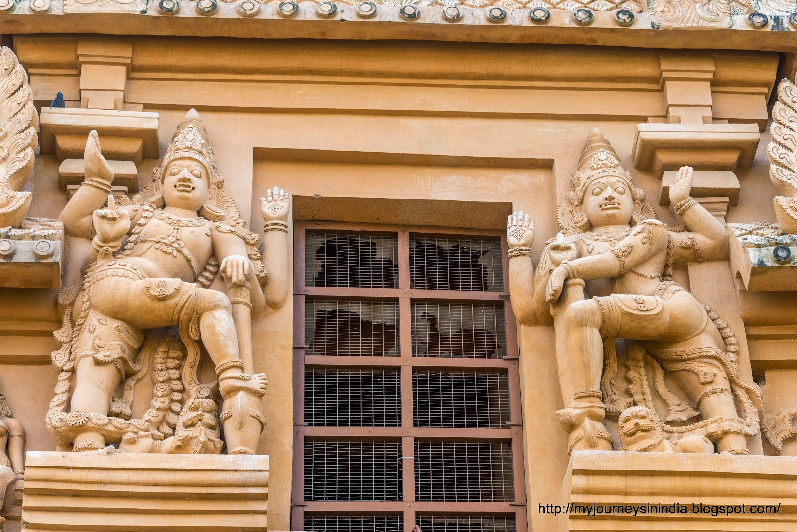 Thanjavur Brihadeeswarar Temple Tower sculptures dwarapalaka