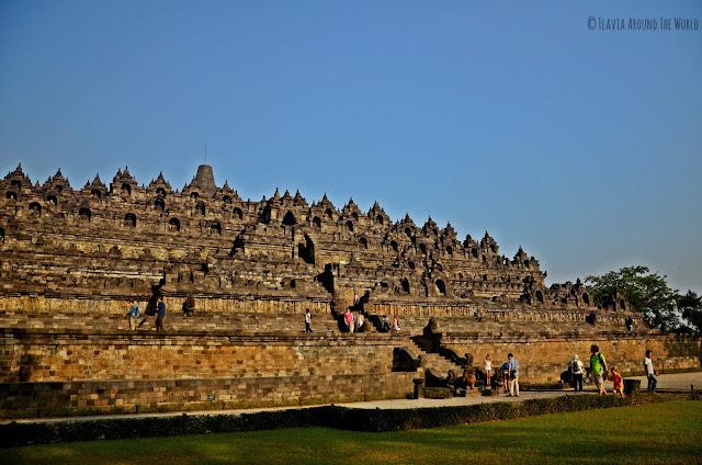 Borobudur visto desde un lateral