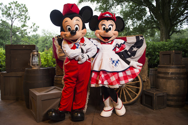 Mickey e Minnie no Backyard BBQ