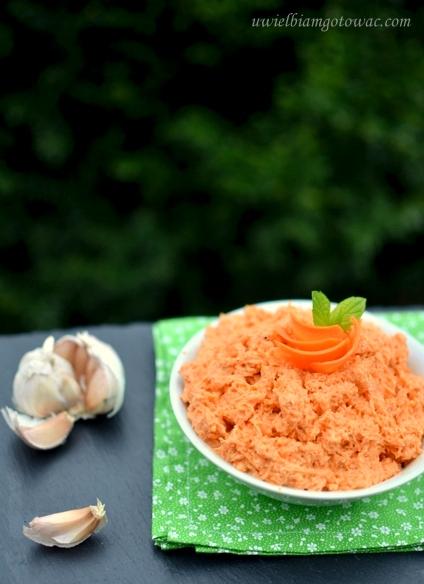 Czosnkowa surówka z marchewki