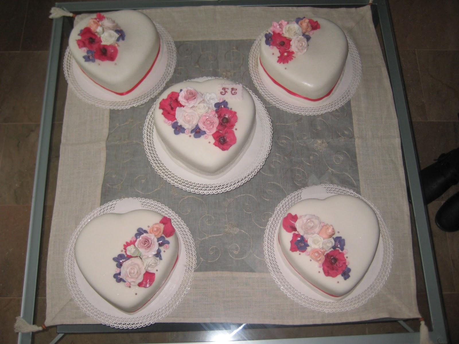 Pasteles De Boda Con Flores: Pastel De Boda Fondant: Corazones Con Flores