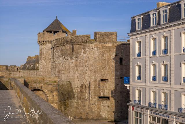 Porte Saint-Thomas et la tour Quic-en-Groigne