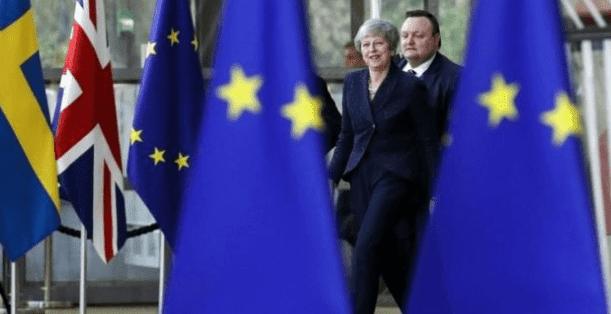 يسعى رئيس الوزراء البريطاني وزعيم المعارضة للحصول على دعم الاتحاد الأوروبي.