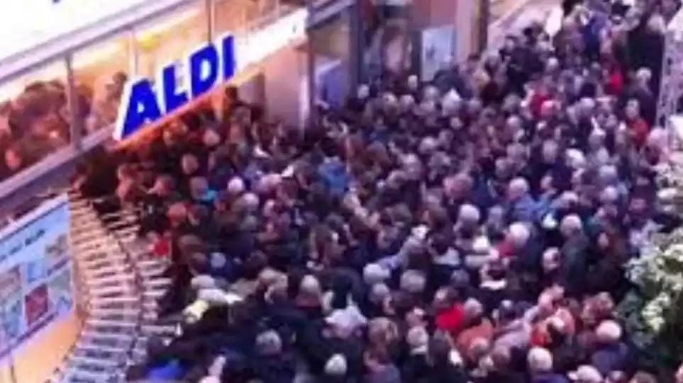 Αποκάλυψης: Πολίτες στριμώχνονται σαν «πρόβατα» για να μπουν στο σουπερμάρκετ (ΒΙΝΤΕΟ)