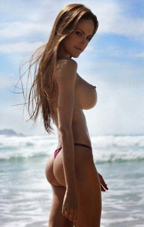 Пляжные красавицы топлесс пары знакомство
