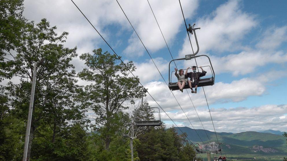 이미지에 대체텍스트 속성이 없습니다; 파일명은 seniors-graduate-ski-lift-ht-MAIN-np-200615_hpMain_16x9_992.jpg 입니다.