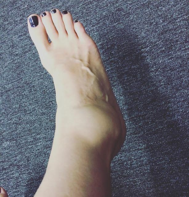 latihan menggerakan kaki berlahan