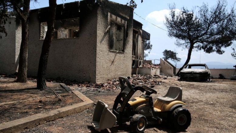 Κάτοικοι στο Μάτι: «Τα σπίτια μας ακόμη ρημάζουν. Που είναι τα χρήματά για τους πυρόπληκτους;»