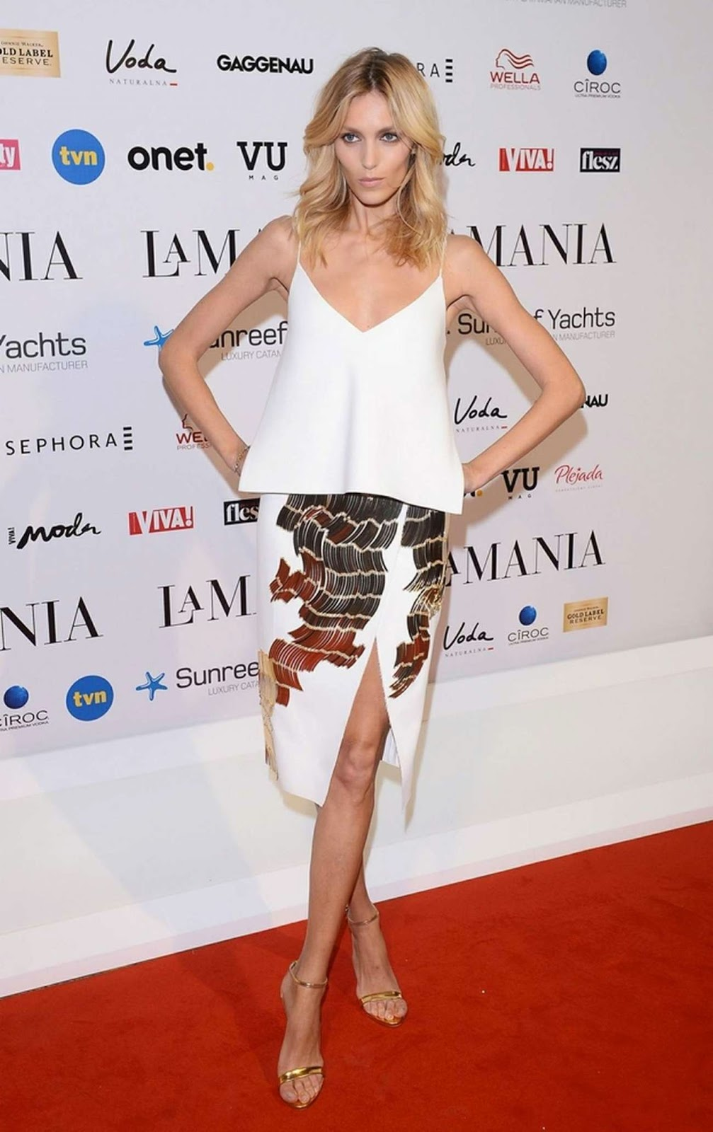 Anja Rubik is sexy in white at the La Mania Fashion Show in Warsaw