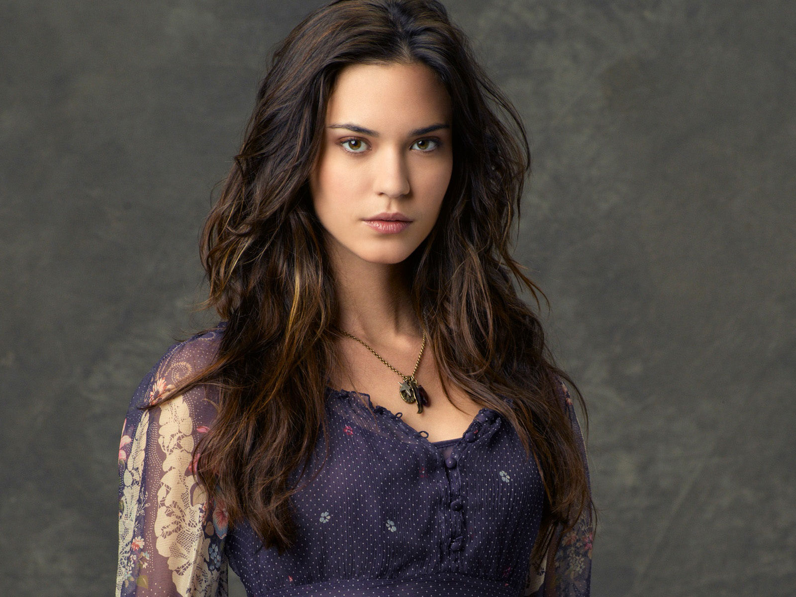 Odette Annable Photo Gallery | Tv Series Posters and Cast