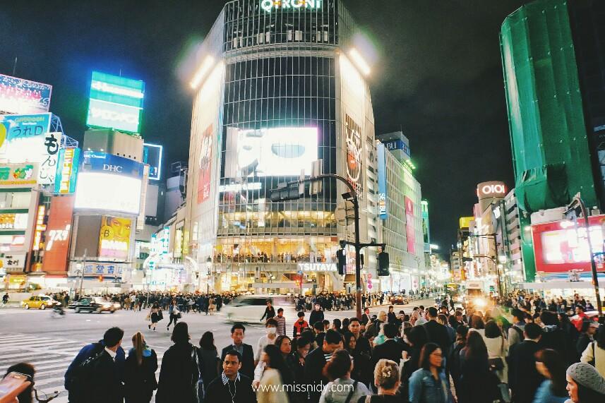 shibuya crossing malam hari