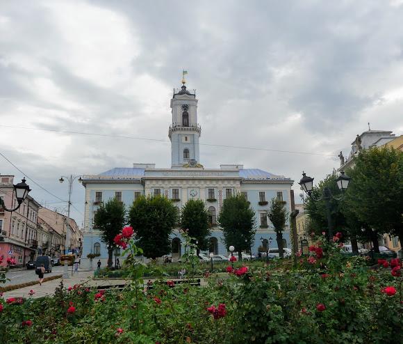 Черновцы. Центральная площадь. Городская Ратуша