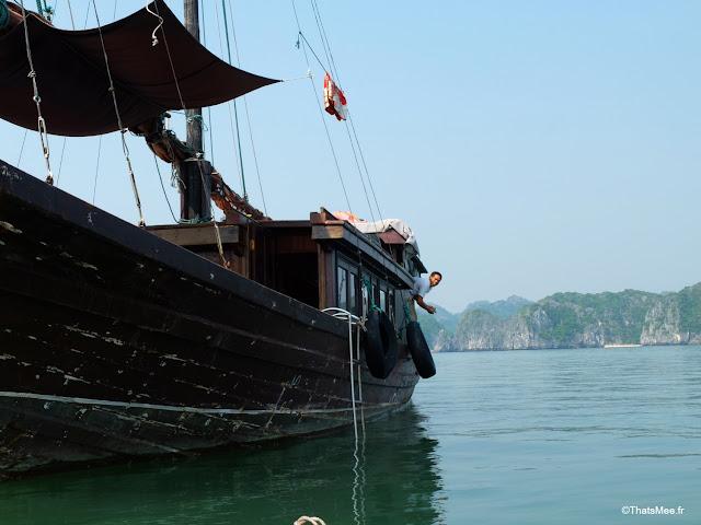 jonque capitaine pecheur baie halong voyage vietnam tour bateau par cat ba, mer montagne paysage vietnam