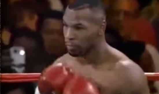 iPhone dalam pertandingan tinju Mike Tyson tahun 1995