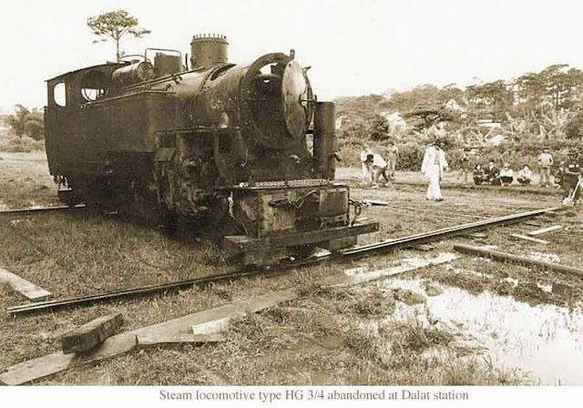 Đầu máy HG ¾ tại ga Đà Lạt bị bỏ hoang năm 1990