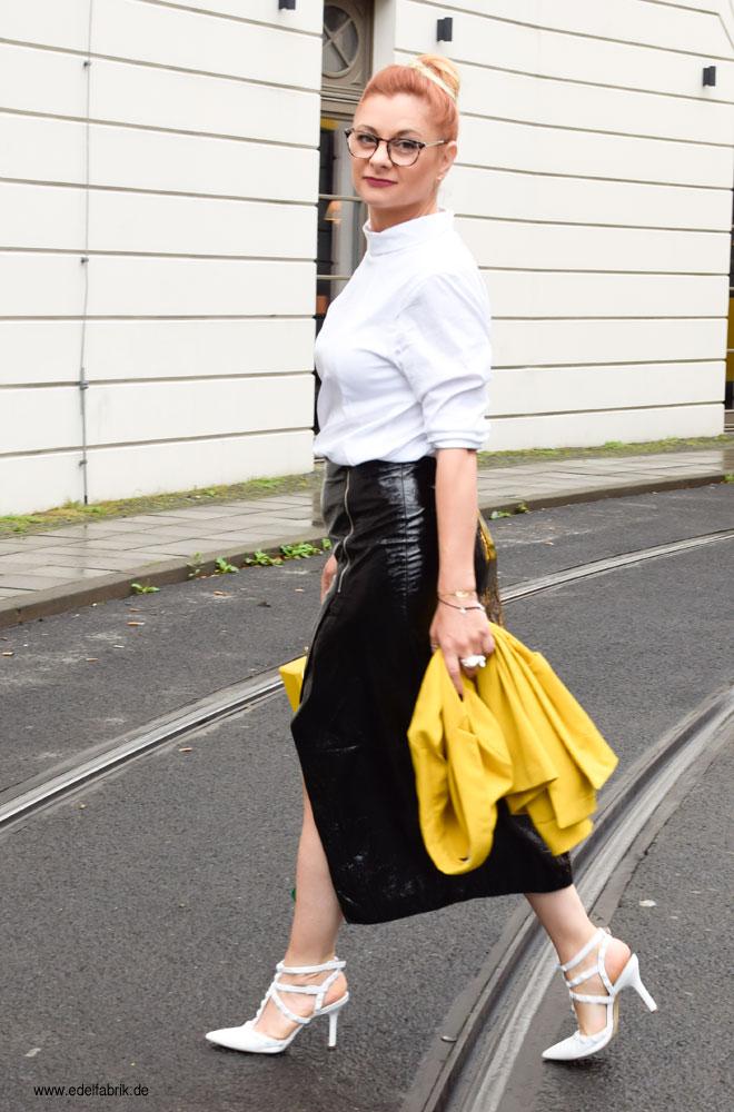 Gelber Blazer und gelbe Tasche, Gelb richtig kombinieren