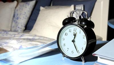 establecer hora fija para dormir
