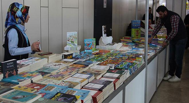 Diyarbakır'da 130 yayınevinin katılımıyla 1 milyon kitabın sergilendiği fuar açıldı