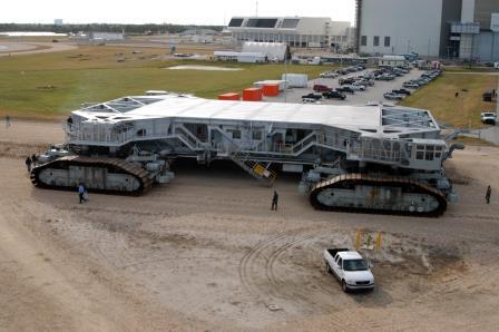NASA Crawler-transporter adalah mobil terbesar dan terberat di dunia