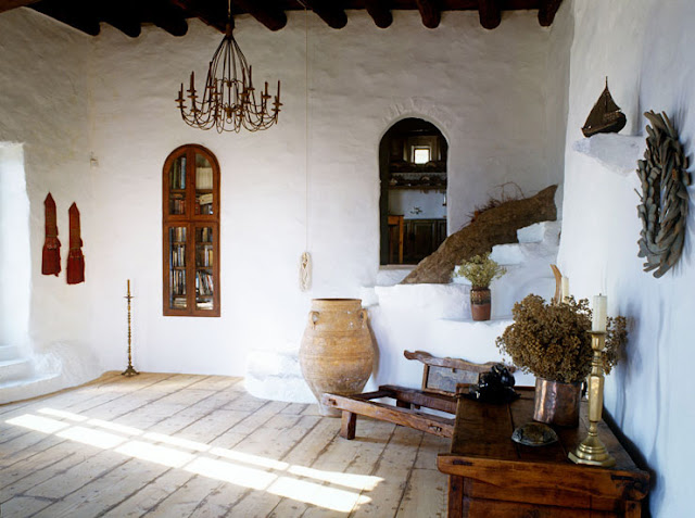 grand salon maison traditionnelle en Grèce