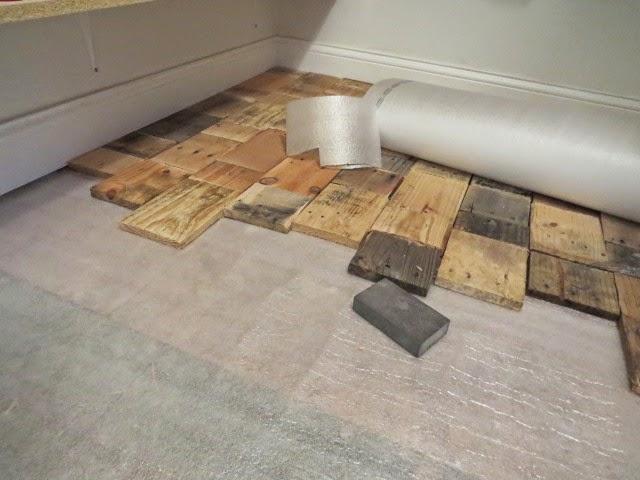install pallet wood floor
