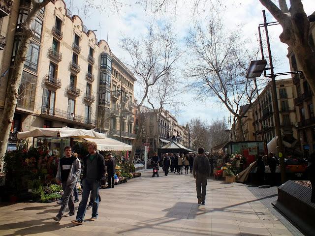 puestos de flores en las Ramblas de Barcelona
